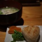 さかな屋さんの台所 - カワハギのアラの味噌汁と焼きおにぎり
