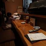 さかな屋さんの台所 - カウンターはお孫さんの勉強机?