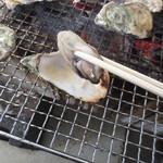 マルモ水産 九十九島海上かき小屋 - 1キロで20個位です。