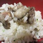 宮崎 小林養鶏 直営店 しちりん焼肉 わさび - 鶏スープとざる焼き鶏の脂と炭の風味が良い仕事をしています。 ご飯はややアルデンテ仕上げなのも好みです。