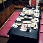 産地直送 北海道 - 6人用堀こたつ席に8人分の座椅子ぎっしり(-_-;)