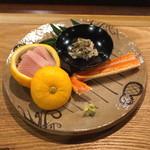 御料理武蔵野 - お造り (紅ズワイ蟹 と 鰤のカマトロ)