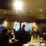 九州まる - こぎれいな店内