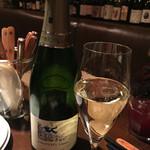46772563 - 白スパークリングお任せで出して頂いたグラスワイン、950円。(外税)