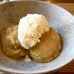 46776147 - ほかほか薩摩芋のバニラアイスクリーム添え(566円)