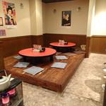 スタンド・バイ・ミー - 店内はカウンター座敷、テーブル席あり