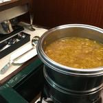 ユーフォニー - スープ&ドリンクバーのスープです。ドリンクは、ホットとアイスの紅茶、コーヒーとウーロン茶がありました。