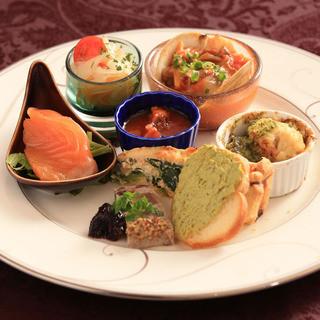 季節をギュッと閉じ込めた旬の食材がお楽しみ頂けるのも特徴です
