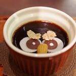 鳥のいるカフェ - バンの顔のコーヒーゼリー