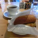 世界食道 - サバサンド(ハーフ)とホットコーヒー