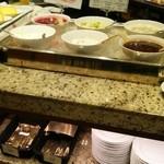 オールデイブッフェ コンパス - シフォンケーキのソース、杏仁豆腐、白玉、ぜんざい等