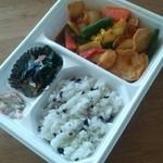 ほっともっと - 料理写真:彩り野菜のトマトチキンカレー550円