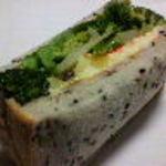 クラウンベーカリー - 野菜と安納芋のサンド