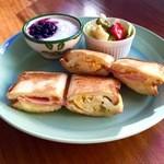 Cafe Butter Lily - ホットサンド・タマゴとハムチーズ