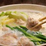 さ和鳥 - 8時間煮こんだコラーゲンスープに地元博多地鶏やキャベツを入れて塩やポン酢でどうぞ・・・。