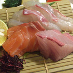 ビストロビカーサ - 刺身(カンパチ、鯛、サーモン)