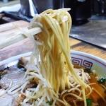 松ちゃんラーメン - 低加水の中細ストレート麺