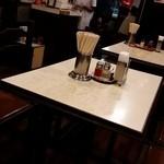龍朋 - テーブル