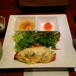 銀座2丁目ミタスカフェ - サーモンとマッシュポテトのマヨネーズ焼き