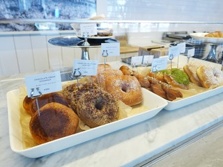 サタデーズ サーフ ニューヨーク 大阪店 - 店内 ドーナツ