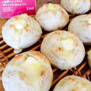 パンの匠ひとみ工房 - 料理写真:[チーズブール] ワイン酵母