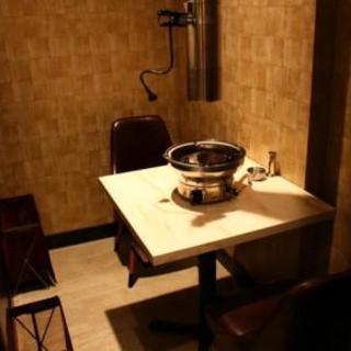 1階の奥の半個室風のお席【2名席】狭くなりますが簡易の椅子を置けば3名迄可能