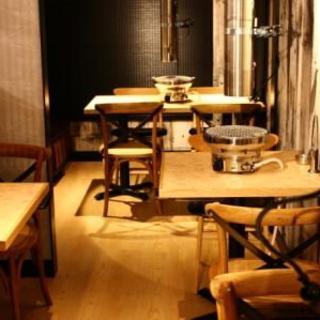 デート向きの席【10名様】2階テーブル席。2名席が3席・4~5名席が1席OPEN