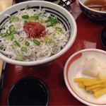 みほり峠 - ご飯はミニしらす丼
