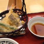みほり峠 - 天ぷらはエビとナス、インゲン、タマネギ。