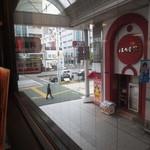 デポー 京町店 - 二階の店舗からは商店街、市電も見下せます。