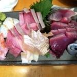 46812913 - 刺盛                       金目鯛の炙り、水だこ、ぶり、平目の昆布締め、カツオ、〆サバ、やりイカ海苔巻き、白魚ポン酢