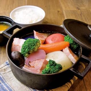 旬の頂を迎え滋味に富む食材を、素材の味重視の料理で楽しめる