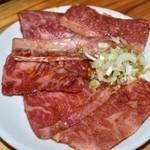 近江牛肉店  - 白盛り合わせ(霜降り肉:カルビ、ささみ、インサイドスカート等)