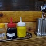 タッカンマリ専門店 陳 - 酢、醤油、辛子が置いてあります
