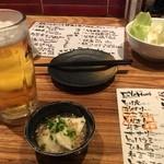 46817490 - まずはビール♪突き出しのキャベツとひき肉豆腐♪