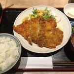 ぽん輔 - 大山鶏カツ定食 790円 カツがでかいっ!