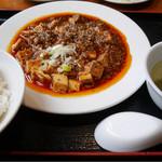 46821557 - 2016/1/17  激辛麻婆豆腐 880円と小ライス、スープが付いてきた。