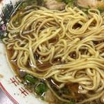尾道ラーメン 一丁 - 平打麺はヤワふわ。