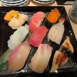 寿司 藤けん鮮魚店 博多阪急 - お昼の特別セットのお寿司は毎日魚屋さんの目利きで仕入れた旬の魚のお寿司が9貫。