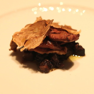 フォリオリーナ・デッラ・ポルタ・フォルトゥーナ - 料理写真:雷鳥のムネ肉のロー菊芋ストと雷鳥のモモ肉と内臓との赤ワイン煮込み 白トリュフ添え