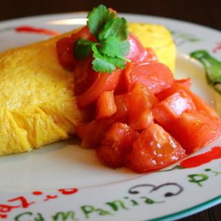 よそでは食べられないこだわり卵で巻いたトマトがけオムライス