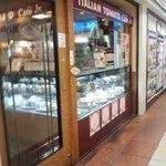 イタリアン・トマト カフェジュニア - 横浜ポルタにあります