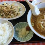 中華屋ちんや - 料理写真:らーめん定食 730円 (らーめん・やさい炒め・漬け物・サラダスパ)