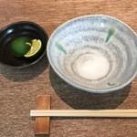 円山 古今 - お塩にすだちを絞りいただきます。
