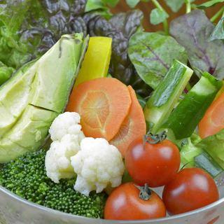 自社農園で栽培した新鮮な有機野菜をご提供