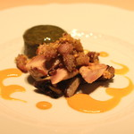フォリオリーナ・デッラ・ポルタ・フォルトゥーナ - 野生の山ウズラ(ムネ肉、モモ肉、内臓)のソテー ソテーしたラディキオ ロッソ添え 唐墨と野菜のソースで