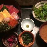 忍庭 - 海鮮丼 800円