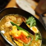 CHUTTA! - 知床鶏塩唐揚げ彩り野菜カレー