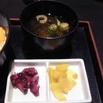 美食米門 - [料理] 味噌汁 & お新香 2種 全景♪w