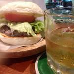 犬山ダイナー - 白バーガー&バーボン